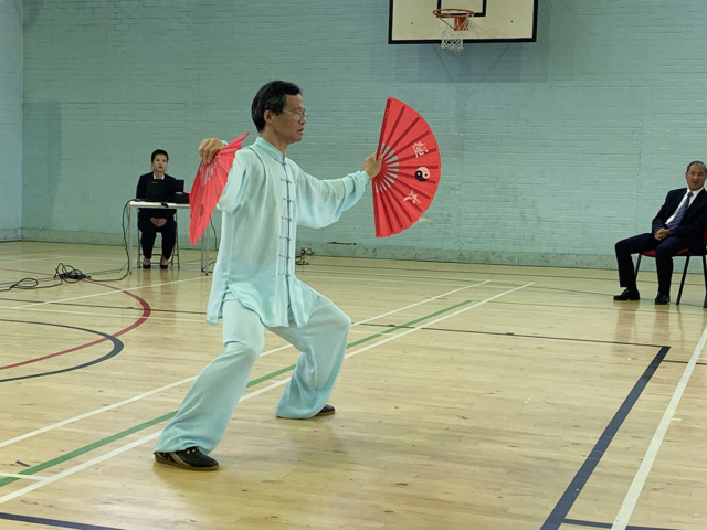 M. Yue Liming performs double fan form